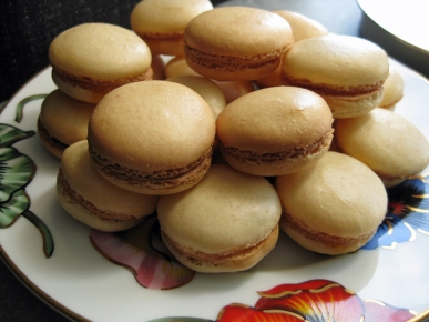 https://yourfoodchoices.com/2010/06/12/you-say-macaron-i-say-macaroon/